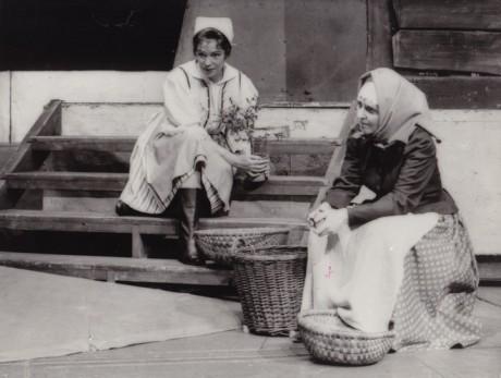 . Dvořák: Její pastorkyňa - G. Abrahamová (Jenůfa) a A. Barová (Stařenka Buryjovka) - ND Brno 1972. FOTO R. SEDLÁČEK /archiv NDB