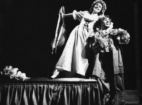 Zásnuby-v-klášteře-Anna-Barová-Dueňa-Jan-Hladík-Mendoza-Janáčkova-opera-1970. FOTO archiv NdB