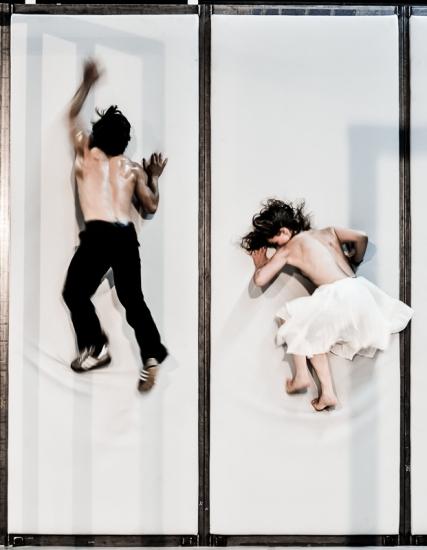Představení jsem musel vnímat intuitivně přes fyzické jednání a tanec. FOTO ARNO DECLAIR