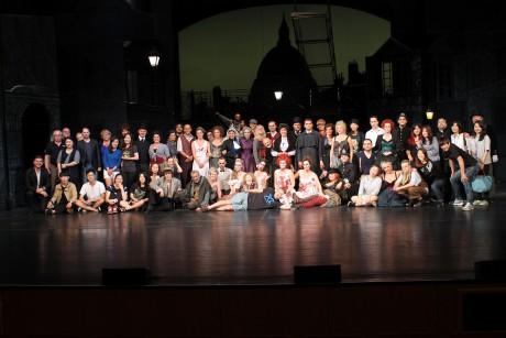 Poslední představení a společná fotka souboru operety a muzikálu NDM s jihokorejským týmem v Suseong Artpia Centre. FOTO PAVEL BÁR