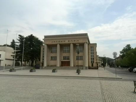 Jiráskovo divadlo v Hronově, hlavní scéna festivalu. FOTO MARTIN KARLÍK