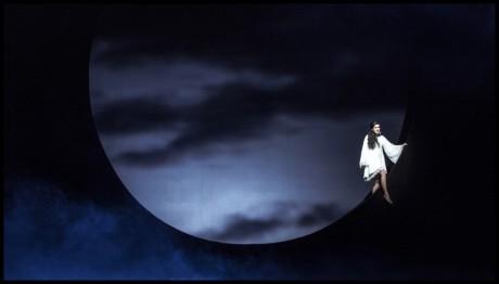 Slavík zpívá za svitu měsíce. FOTO PATRIK BORECKÝ