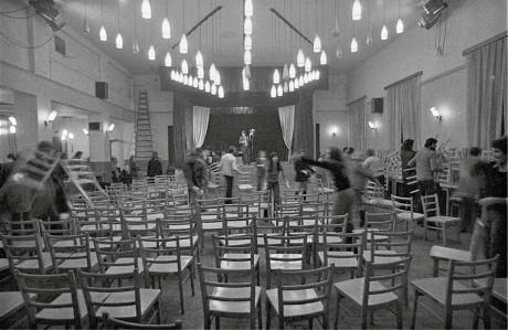 Před premiérou Žebrácké opery – Horní Počernice 1. listopadu 1975