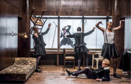 Hamleti na Zábradlí jsou groteskní, nastolují však také hlubinné otázky herectví FOTO KIVA
