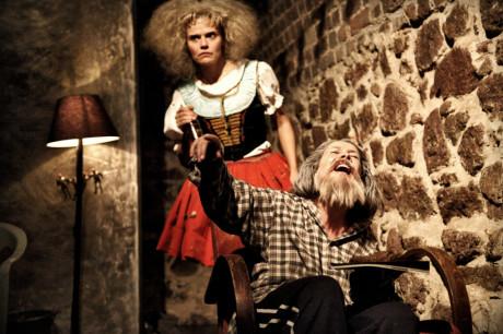 Ženská od vedle (Gabriela Štefanová) a Miroslav Tichý (Ivana Hloužková). FOTO archiv DHnP