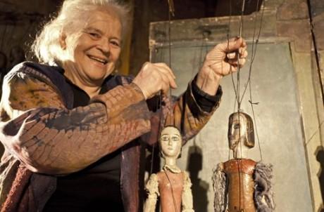 Helga Brehme, strážkyně tradic fortelného loutkářství, vášnivá sběratelka loutek světa, věhlasná zakladatelka a principálka stuttgartského Theater am Fadem. FOTO archiv divadla