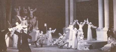 V roce 1938 připravil Ivo Váňa Psota jako choreograf světovou premiéru baletu Romeo a Julie na hudbu Sergeje Prokofjeva. Sám v něm ztvárnil titulní postavu Romea. FOTO archiv