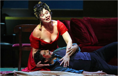 Karita Mattila as Tosca and Marcelo Álvarez as Cavaradossi in the Met's new production, directed by Luke Bondy. FOTO ANDREA MOHIN