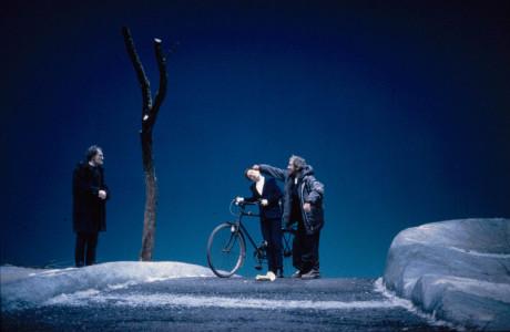 Samuel Beckett: Čekání na Godota, Théâtre de l'Odéon Paříž, prem. 22. 9. 1999. FOTO LAURENCE MULLENDERS