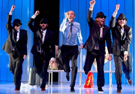 Hummelinck Stuurman Theaterbureau Amsterdam: Cloaca (režie Gerardjan Rijnders, premiéra 26. října 2012) – inscenace byla nominována na cenu Arlecchino 2013 jako nejlepší nizozemská inscenace roku FOTO BEN VAN DUIN