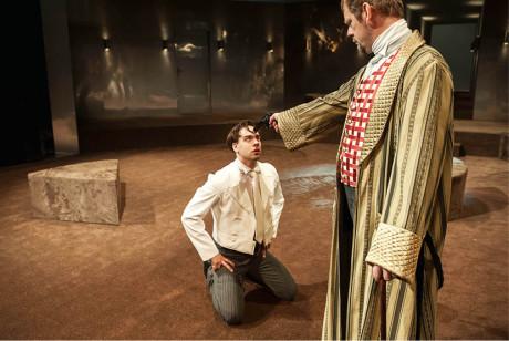 Vzpoura Ferdinanda (Ondřej Rychlý) proti otci – ministru von Wurmovi (Martin Stránský) je teprve na začátku... FOTO PAVEL KŘIVÁNEK