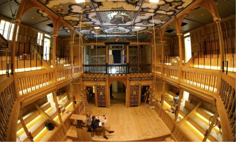 Jak vypadal, respektive vypadá, interiér shakespearovského divadla? ... Sam Wanamaker Playhouse pojme 340 sedících diváků FOTO PETE LE MAY