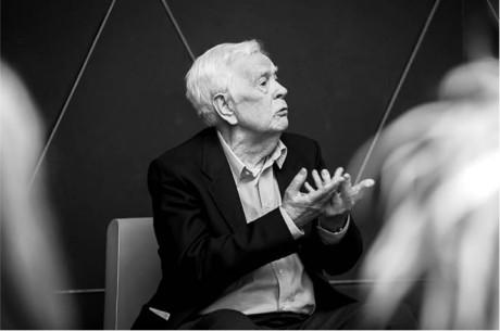 Henryk Jurkowski byl inspirátorem loutkářů na celém světě (snímek z diskuse na loutkovém festivalu v polském Opole) FOTO ARCHIV OTLiA