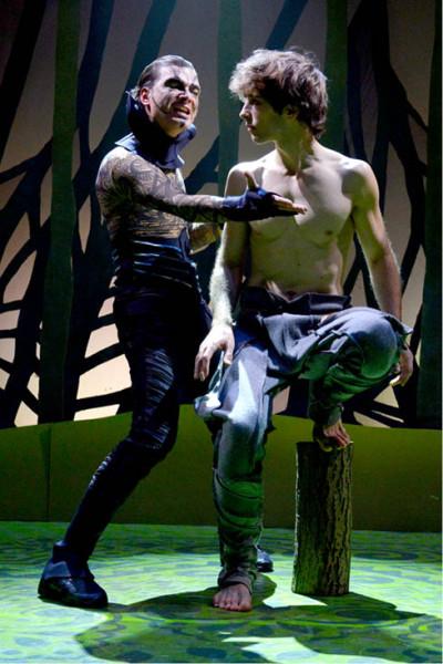 V muzikálu Mauglí jako Baghíra s Petrem Kolmanem (Mauglí). Režie SKUTR, Divadlo Kalich 2013 FOTO ARCHIV DIVADLA KALICH
