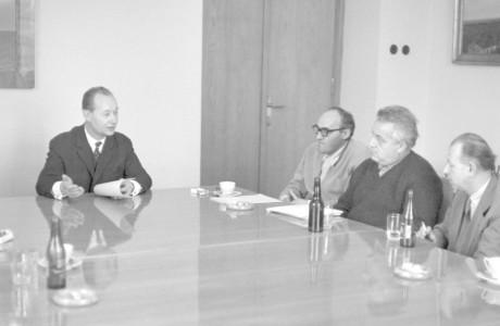 U jednacího stolu s Alexanderem Dubčekem. FOTO archiv
