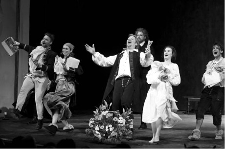 Závěrečným představením festivalu byla Škola žen v režii Ivana Rajmonta, inscenace získala titul Komedie roku 2015 FOTO MICHAL KLÍMA