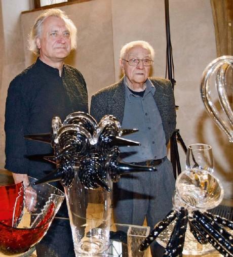 V pražské Novoměstské radnici byla 6. června 2012 zahájena výstava uměleckého skla s názvem Generace ve skle autorské dvojice Bořek Šípek (vlevo) a René Roubíček. Se svým poručníkem, uměleckým sklářem a výtvarníkem René Roubíčkem, na společné výstavě před třemi lety. FOTO archiv