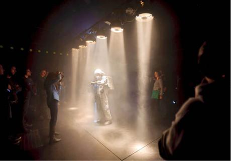 Blízká setkání třetího druhu – kosmonauti se střetli s diváky, porozumění však nenastalo FOTO JAN HROMÁDKO