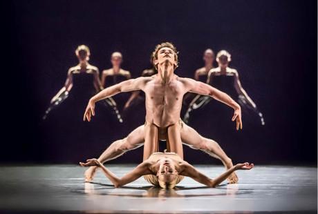 V choreografii Petite Mort jde o konfrontaci mužského a ženského světa FOTO PAVEL HEJNÝ