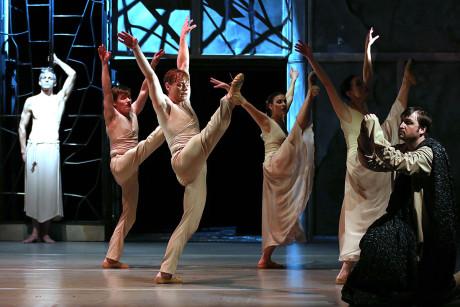 Výjev z tanečního provedení Requiem. FOTO TOMÁŠ RUTA