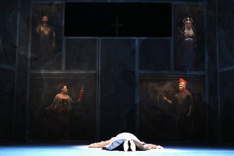 Hlavní postavy opery v podobě svatých obrazů. FOTO TOMÁŠ RUTA