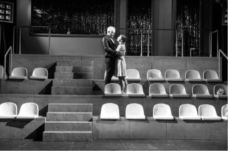 Souboje v inscenaci Úklady a láska se odehrávají na ostravském fotbalovém stadionu FOTO LUKÁŠ HORKÝ