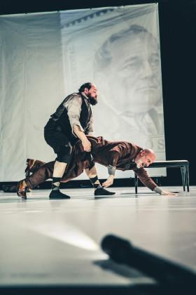 Rainer Galke, Lukas Holzhausen. FOTO archiv Volkstheater Wien