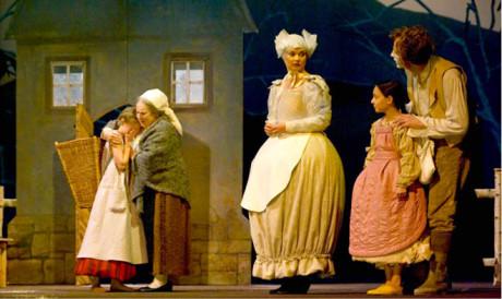 Na dramatizaci Babičky Boženy Němcové spolupracovala Lenka Havíková s režisérem J. A. Pitínským. Národní divadlo, 2007 FOTO VIKTOR KRONBAUER