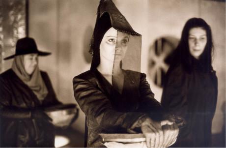 Sofoklovu Élektru uvedlo Činoherní studio Ústí nad Labem (1998) v režii Jiřího Pokorného  FOTO MARTIN ŠPELDA