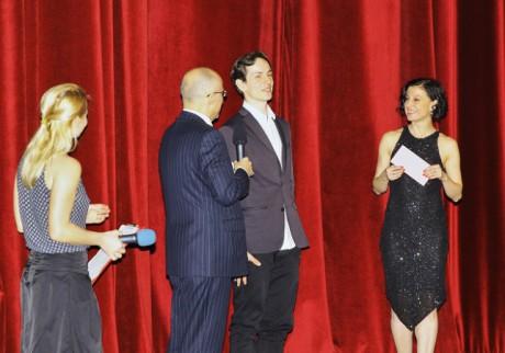 Adam Zvonař převzal ocenění za výkon na svojí nynější domovské scéně, mnichovském Národním divadle, a to za sólo v choreografii Richarda Siegala Unitxt. FOTO HANA SMEJKALOVÁ