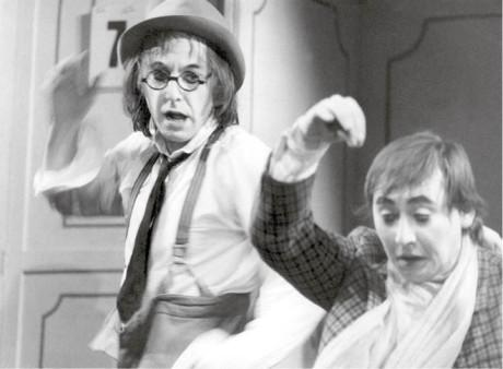 Gagman – s Otou Jirákem v cyklu Na konci zahrady jménem Hollywood. Divadlo Atelier, 1976–79 FOTO VLADIMÍR HÁK