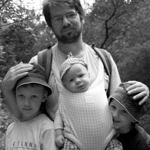Mgr. Petr Francán se narodil v roce 1973 v Brně. Vystudoval Hudební vědu na MU v Brně. Pracuje jako odborný asistent, vedoucí laboratoře práce s médii na Divadelní fakultě JAMU v Brně, živnostník (fotograf, režisér a scénárista). Má tři děti a se svou ženou s nimi žije v Židlochovicích. FOTO MC Robátko