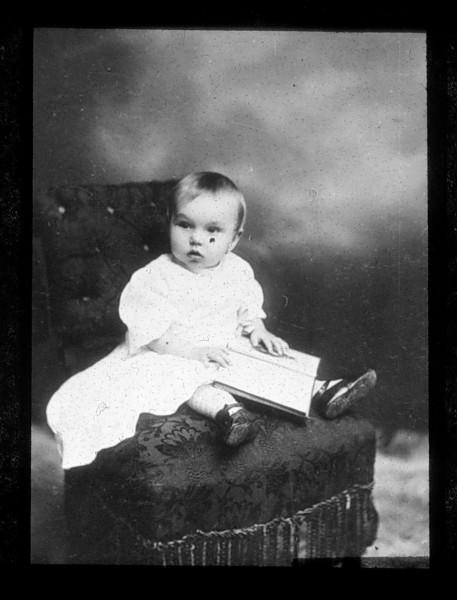 Dítě (sklo - negativ). FOTO archiv NM