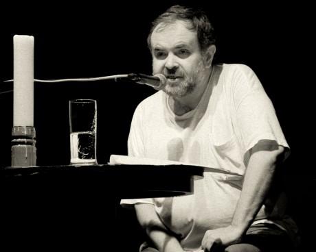 Roman Kníže - večer poezie (8é. léta). FOTO JOSEF KUDA
