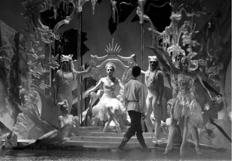 """Království z """"ledových střepů"""" ve stylu nudného náznakového modernismu šedesátých let... FOTO ARCHIV ND"""