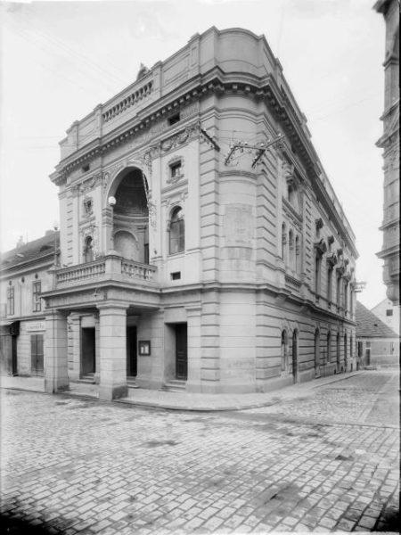 Divadlo Oskara Nedbala před přestavbou v r. 1937. FOTO archiv Šechtl a Voseček
