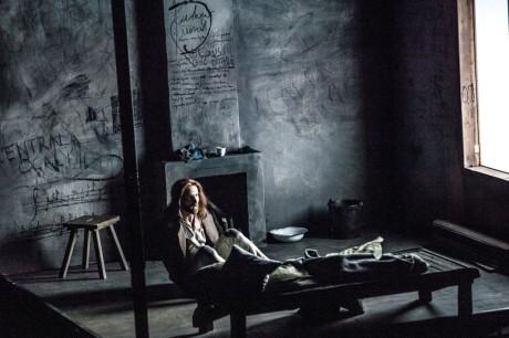 Bartosz Porcyk v roli Konráda předvedl Jako vězeň rozjímající sám ve své cele nad životem skvělý zpěv a hlasový rozsah. FOTO archiv Polského divadla Vratislav
