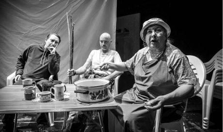 Úvodní scéna Strýčka Váni je jako  vystřižená z reklamy na kempování  FOTO JAKUB JÍRA