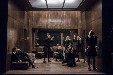 Činoherní žeň ale odstartovala už navečer v S-Klubu. Pražské Divadlo Na zábradlí přivezlo první ze svých festivalových představení, inscenaci Hamleti. FOTO archiv DF