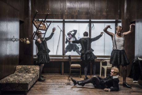 Každý z Hamletů volně zastupuje určitý charakter. FOTO archiv DF