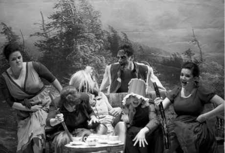Pýcha předsudek jako  parodie zombie filmů  FOTO NINA ZARDALISHVILI