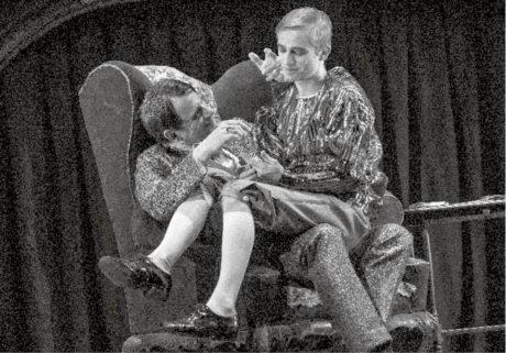 Lukáš Příkazský jako Kašpar Hauser v titulní roli hry Jana Vedrala, Divadlo na Vinohradech, premiéra 11. 9. 2015, derniéra 19. 5. 2016 FOTO VIKTOR KRONBAUER