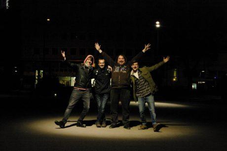 Herci si umějí najít světlo všude (Ivan Dejmal, František Strnad, Jiří Sedláček a Robert Finta)... FOTO JIŘÍ SEDLÁČEK