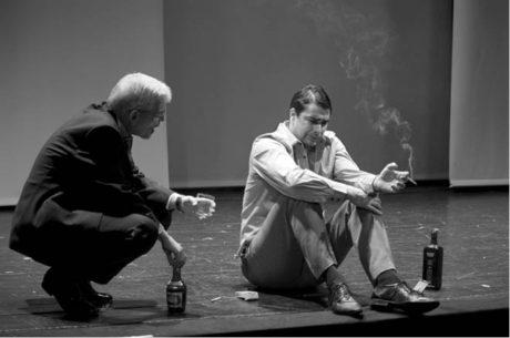 Martin Táborský jako ďábelský otec Helge s Michalem Stalmachem v roli labilního syna Christiana  FOTO MARTIN BURYAN