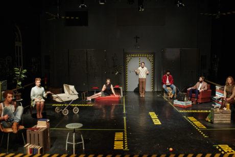 Polští studenti z Národní akademie divadelního umění v Krakově se inspirovali filmem Larse von Triera Dogville. FOTO archiv