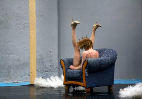 Tranzmutace (režie Jan Komárek, choreografie A. Miltnerová, premiéra 14. 5. 2015, Divadlo Alfréd ve dvoře, Praha) FOTO JAN KOMÁREK