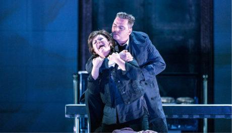 Vrátil se mstitel Orestes (Károly Szemerédy), nejprve Elektru (Susan Bullock) nepoznal FOTO PATRIK BORECKÝ