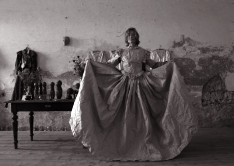 Papírové šaty... FOTO JAN KOMÁREK