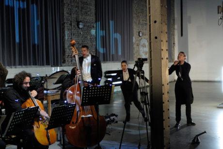 Gyorgy Ligeti Aventures a Nouvelles Aventures . Ostravská banda, Markus Hollop, Lydia Brotherton, Lena Heselmann. FOTO MARTIN POPELÁŘ