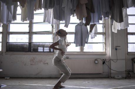 Inscenace Kafka. Dreaming je projektem dvou mladíků, nedávných absolventů bratislavské VŠMU, režiséra Tomáše Procházky a loutkáře Petera Tilajčíka. FOTO archiv festivalu